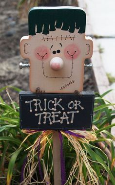 Frankie Trick Or Treat Yard Decoration Halloween Frankenstein Wood Sign Frankie Quot Trick Or Treat Quot Yard Decoration Halloween Frankenstein Wood Sign Deco Haloween, Dulceros Halloween, Halloween Wood Crafts, Halloween School Treats, Adornos Halloween, Halloween Signs, Diy Halloween Decorations, Holidays Halloween, Fall Crafts
