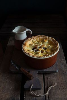 Eliza Smiths Sweet Lamb pie from 1727 is one of those dishes that really show off the old way of spicing food. Lamb Recipes, Old Recipes, Vintage Recipes, Cooking Recipes, Victorian Recipes, Medieval Recipes, Ancient Recipes, English Recipes, Vintage Food