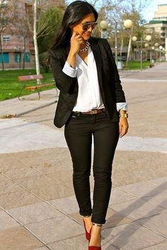 Discover and organize outfit ideas for your clothes. Decide your daily outfit with your wardrobe clothes, and discover the most inspiring personal style Casual Work Outfits, Business Casual Outfits, Mode Outfits, Office Outfits, Work Casual, Casual Chic, White Outfits, Smart Casual, Outfit Work