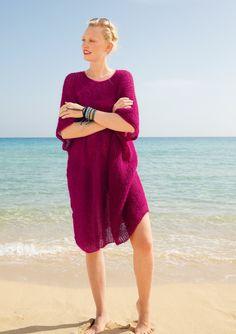 Endlich Urlaub  Perfekt für Freizeit und Strandvergnügen ist der superweite, lange Halbpatent-Pulli. Mit rundem Halsausschnitt.  Der Pulli wird gestrickt mit ggh-Garn SURI ALPAKA (100% Suri Alpaka).