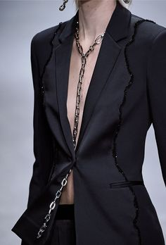 Bijoux – Tendance : The Top Jewelry Trends from Fall 2016 Fashion Month Fall Fashion 2016, Runway Fashion, Fashion Outfits, Fashion Tips, Fashion Trends, Fashion Fashion, High Fashion, Fashion Poses, Bridal Fashion
