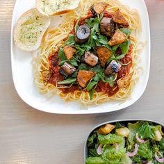 Plant-based Spaghetti with a side of Caesar Salad Vegan Spaghetti, Vegan Comfort Food, Vegan Restaurants, Caesar Salad, Plant Based Recipes, Whole Food Recipes, Eat, Ethnic Recipes, Plants