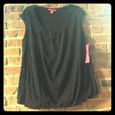 Sexy Sunny Leigh Black Scoop Neck Tank Top Size 1X Gorgeous tank top features a scoop neck with gently ruched bust, cap sleeve, slight stretch at the waist for a balloon hem, cut slightly longer in the front for a super flattering silhouette. Great layered under a jacket or a cardi, or perfect on its own. 100% nylon, lined in 100% nylon. This will be your new go to piece; a true wardrobe staple for years to come. This is truly timeless. Easily dressed up for the office, or perfect for a…