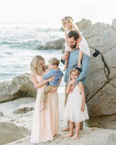 Large family pictures, summer family pictures, family pictures what t Family Photography Outfits, Family Portrait Outfits, Family Portraits, Beach Photography, Children Photography, Family Picture Colors, Family Picture Poses, Family Photo Sessions, Family Posing