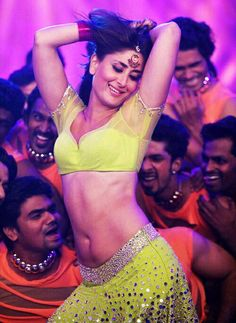 Sexy Unseen Indian girls pic: Kareena kapoor hot breast and navel