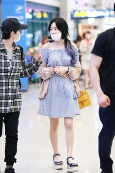 Taeyeon♡ Taeyeon Fashion, Kpop Fashion, All Fashion, Star Fashion, Korean Fashion, Airport Fashion, Airport Outfits, Sooyoung, Yoona