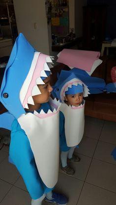 Shark costume Disfraz de tiburon DIY Fish Costume Kids, Dolphin Costume, Shark Halloween Costume, Shark Costumes, Toddler Costumes, Carnival Costumes, Halloween Cosplay, Diy Costumes, Halloween Costumes For Kids