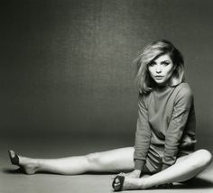 Debbie Harry or Deborah Harry is an American singer, songwriter, model and actress, known as the lead singer of the new wave band Blondie. Blondie Debbie Harry, Rock And Roll Girl, Mazzy Star, Nostalgia, The New Wave, Rockn Roll, Female Singers, American Singers, Showgirls