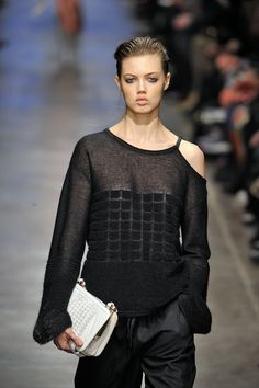 #Missoni - #Milan #Fashion #Week - like the should detail and asymmetric look