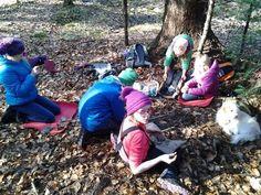 Wir haben unser erstes Steinwerkzeug ohne Hilfsmittel hergestellt! - Spielraumnatur - Naturmentoring, Kreiskultur, natürlich lernen Garden Sculpture, Blog, Outdoor Decor, First Aid, Stones, Studying, Nature, Blogging