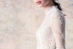 Colecția rochii de mirese La Boheme se adresează mireselor moderne cu o feminitate lejeră, din lumea cărora naturalețea și simplicitatea nu pot lipsi. Lace Wedding, Wedding Dresses, Couture Dresses, Modern, Collection, Fashion, Bohemia, Bride Dresses, Haute Couture Dresses