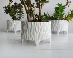 Green flower pot ceramic flower pot pot on legs flower pot Ceramic Flower Pots, Flower Planters, Ceramic Planters, Ceramic Vase, Porcelain Ceramics, Ceramic Pottery, Decorative Planters, Pottery Sculpture, Ceramics Projects