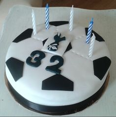 Football birthday cake #tottenhamhotspur #spurs www.chic-dreams.co.uk