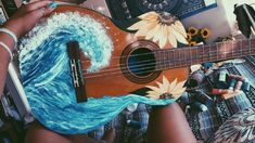 Painted old guitar waves and sunflowers acrylic paint DIY. Things / ideas to do with an old guitar Guitar Painting, Diy Painting, Guitar Drawing, Ukelele Painted, Painted Guitars, Ukulele Art, Guitar Art Diy, Ukulele Songs, Ukulele Chords