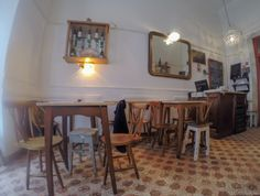 The name of this restaurant on Rua das Flores (flower street) combines the Portuguese word for tavern with the title of a famous novel: Tragedy on Rua das Flores, by the great 19th-century writer E...
