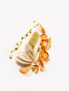 "Chicken breast in parmesan-pistachio breadcrumb coating (""viennoise"") - Elle & Vire Professionnel"
