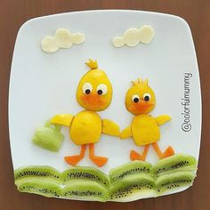 Daddy & baby duck adventure by Ebru, foodart & children ( (fun food obst) Toddler Meals, Kids Meals, Cute Food, Good Food, Finger Foods For Kids, Food Art For Kids, Childrens Meals, Creative Food Art, Food Carving