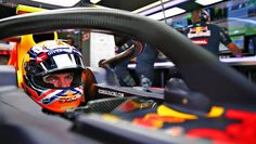"""Red Bull Racing op Twitter: """"Max, back with his now familiar orange lid, tests…"""