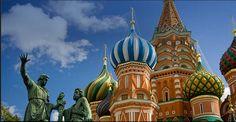 Aquí os dejamos una de los emblemas del país, la Plaza Roja de Moscú.  http://www.viajestransvia.com