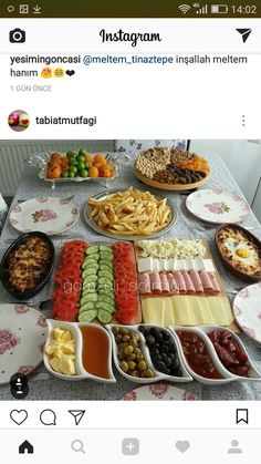 Brunch Mesa, Afghan Food Recipes, Party Food Buffet, Breakfast Platter, Turkish Breakfast, Breakfast Bread Recipes, Good Food, Yummy Food, Food Garnishes