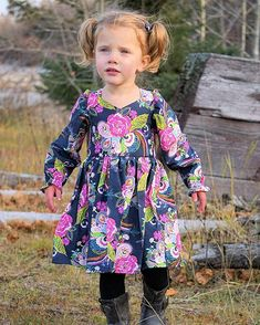 Make her the most beautiful and most envied thing with some of the extremely lovely girls toddler & baby dresses. Girls Summer Outfits, Summer Girls, Girl Outfits, Little Girl Dresses, Girls Dresses, Baby Dresses, Cotton Dresses, Toddler Dress, Toddler Girl