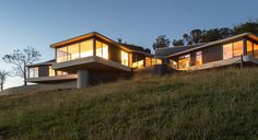 High Country House von Luigi Rosselli Architects in Armidale, Australien Passive Solar Homes, Passive House, Luigi, Property Design, Solar House, Modern House Design, Modern Architecture, Building A House, House Ideas