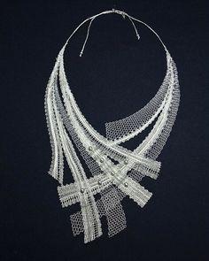 Paličkovaný Lace Necklace, Lace Jewelry, Textile Jewelry, Fabric Jewelry, Jewelry Crafts, Jewelry Art, Handmade Jewelry, Romanian Lace, Bobbin Lacemaking