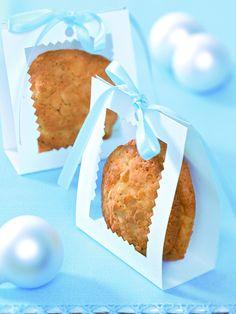 Süßes Kleingebäck mit Aprikosen und Erdnüssen zur Weihnachtszeit
