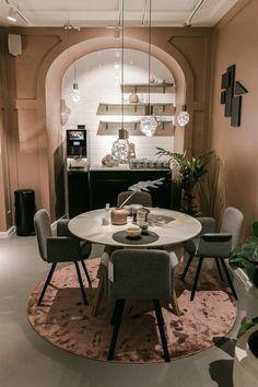 Bolia Graz - New Scandinavian Design eröffnet Interieur Flagship Store in Graz - Miss Classy Scandinavian Design, Conference Room, Dining Table, Classy, Store, Furniture, Home Decor, Graz, Nice Asses