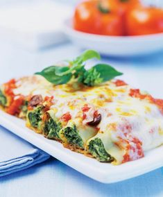 The Spinach-stuffed Cannelloni recipe out of our category leafy green vegetable! EatSmarter has over healthy & delicious recipes online. Veggie Recipes, Pasta Recipes, Vegetarian Recipes, Dinner Recipes, Healthy Recipes, Delicious Recipes, Good Food, Yummy Food, Dining
