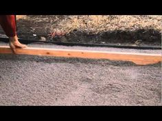 awesome step by step youtube video for putting in a paver stone patio!