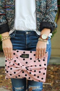 This is so cute love the polka dots that is what turned me on to kate spade is her gold and polka dot phone case and planners so cute Luxury Handbags, Purses And Handbags, Black Handbags, Designer Handbags, Fashion Bags, Fashion Accessories, Womens Fashion, Fashion Jewelry, Creation Couture