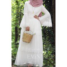 😌 kollarının güzelliğiiini göstermeliydimm 💕 . . . .36-38-40-42-44 bedendir 190 liradır Uzunluğu 140 cmdir Kargo ücretsizdir . Her hafta… Abaya Fashion, Muslim Fashion, Modest Fashion, Fashion Dresses, Hijab Style Dress, Hijab Outfit, Modest Outfits, Dress Outfits, Modele Hijab