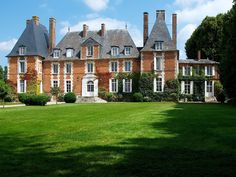 Dating the XVIIth century, this magnificent Castle Louis XIII, of 700m2 welcomes you in its 5 hectare park, with swimming pool and privative tennis. Situated at 1 hour of Paris, our family house allows to welcome ...