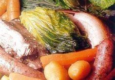 POTEE AUVERGNATE (Pour 8 P : 1 gros chou vert . 1 saucisson à cuire de 500 g . 1 palette de porc fraîche . 1 kg d'échine de porc salée . 500 g de poitrine de porc salée . 500 g de carottes . 500 g de poireaux . 500 g de navets . 2 oignons piqués d'un clou de girofle . 1 kg de pommes de terre . 1/2 pied de céleri . 1 bouquet garni . 5 gousses d'ail . sel et poivre) - La potée est un mets très ancien, préparé à l'origine dans un pot en terre, d'où son nom. Chaque province française a sa…