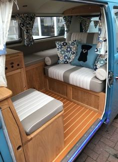 11 Of The Best Tips On How To Build A Campervan Yourself Camper Renovation When looking for tips on how to build a campervan, there are several options that you can choose from. Vw Camper, Volkswagen Bus Interior, Kombi Interior, Bus Vw, Vw T3 Westfalia, Vw Minibus, Kombi Trailer, Camper Trailers, Vw T3 Tuning