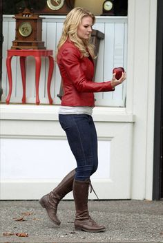 Jennifer Morrison as Emma Swan in Once Upon a Time Ouat, Child Models, Role Models, Once Upon A Time, Stretch Mark Cream, Hot Couples, Jennifer Morrison, Captain Swan, Emma Swan