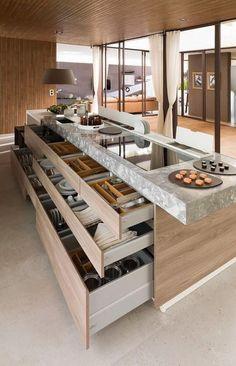 Grands tiroirs dans l'îlot central pour une cuisine moderne
