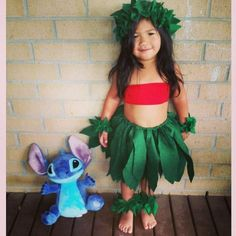 Lots of inspiration, diy & makeup tutorials and all accessories you need to create your own DIY Lilo & Stitch Costume for Halloween. Family Halloween Costumes, Cute Costumes, Holidays Halloween, Baby Halloween, Lilo Costume Halloween, Disney Family Costumes, Diy Baby Costumes, Teen Costumes, Halloween Series