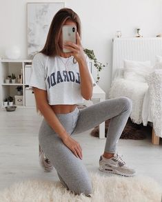 gym apparel for women woman exercises gym apparel Lazy Outfits apparel baddieoutfitsforschool exercises gym Woman Women Teenage Outfits, College Outfits, Teen Fashion Outfits, Mode Outfits, Sport Outfits, Summer Outfits, Fashion Women, Comfy College Outfit, Spring School Outfits