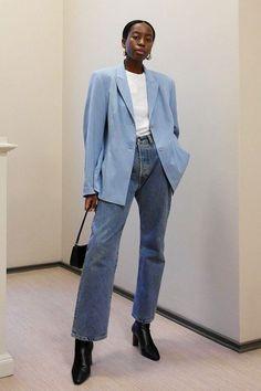 sylvie mus - calça jeans e camisa - mom jeans - meia-estação - street style Looks Frio, Daily Fashion, Star Fashion, Love Fashion, Passion For Fashion, Fashion Beauty, Pyjamas, Minimalist Fashion, Types Of Fashion Styles
