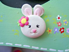 Should make a few of these for the girls before Easter. Easy Polymer Clay, Polymer Clay Animals, Polymer Clay Beads, Hairbow Center, Kids Clay, Clay Baby, Cute Clay, Clay Ornaments, Clays