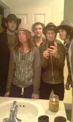 hahaha wearing Kateylnn's hats   Jesse's face though<3  They are so adorable ughhh!