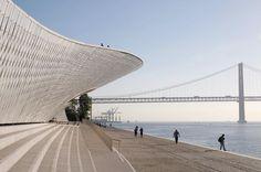 So erlebst du Lissabon wie ein echter Local #refinery29 http://www.refinery29.de/lissabon-reise-tipps-food-bars#slide-7 MAAT, BelémAmanda Levetes ambitioniertes 20-Millionen-Euro-Projekt für das Museum für Kunst, Architektur und Technologie MAAT (Museum of Art, Architecture and Technology) liegt zwar ein ganzes Stück außerhalb von Lissabon. Ein Tagesausflug lohnt sich allerdings allemal....