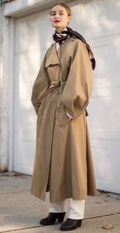 When it is not cold enough to wear thick trench coat outfit Estilo Fashion, Fashion Moda, Fashion Week, Look Fashion, Ideias Fashion, Winter Fashion, Womens Fashion, Fashion Design, Fashion Trends