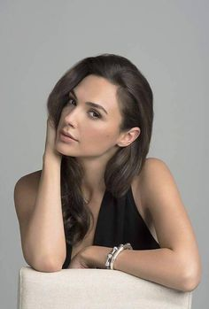 Gal Gadot Varsano is an Israeli actress and model. Beautiful Celebrities, Beautiful People, Gal Gardot, Gal Gadot Wonder Woman, Mannequins, Belle Photo, Hollywood Actresses, Pretty Face, Portrait Photography
