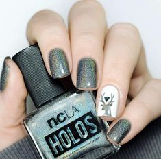 Holographic reindeer by Borsch Nails