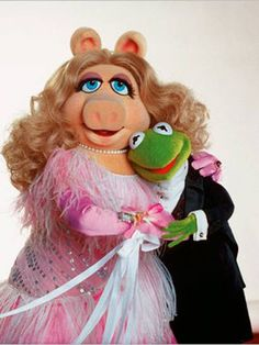 Jim Henson and Frank Oz/Richard Hunt as the voices of Kermit & Miss Piggy in The Muppet Show Kermit And Miss Piggy, Kermit The Frog, Jerry Lewis, Jim Henson, Caco E Miss Piggy, Sapo Kermit, Sapo Meme, Frog Pictures, Fraggle Rock