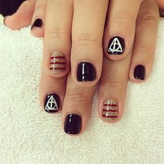 18 Harry Potter Nail Art Designs That Will Cast a Spell on You: Though we haven't seen a new Harry Potter book since we remain die-hard fans. Harry Potter Nail Art, Harry Potter Nails Designs, Fancy Nails, Cute Nails, Pretty Nails, Nails Opi, Wedding Acrylic Nails, Nagel Gel, Simple Nails