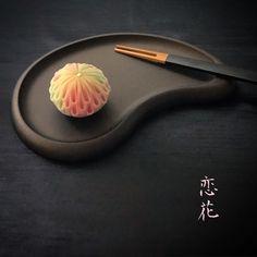 KeikoさんはInstagramを利用しています:「💝バレンタイン❤︎和タルト💝 バレンタインは、どなたに何をプレゼントしますか〜 最近は、自分にとって大切な人に想いを伝える日になってきてますね💗 素敵なことです✨ 💝 友達にプレゼント用にと頼まれた、和タルト…」 Asian Desserts, Sweet Desserts, Dessert Recipes, Japanese Wagashi, Japanese Sweets, Cute Food, Yummy Food, Pastel Cakes, Luxury Food